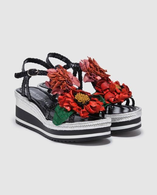 Pons Quintana Sandalias de cuña de mujer Pons Quintana de color negro con adorno flores