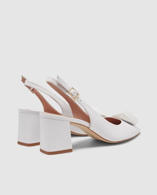 Gloria Ortiz Zapatos de salón de mujer Gloria Ortiz de color blanco con adoro geométrico