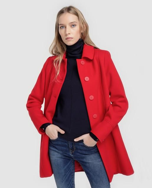 ae59347b635 Abrigo de mujer Fórmula Joven rojo con botones · Fórmula Joven ...
