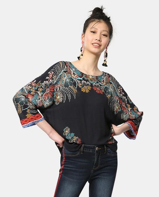 22cdddd07bf Blusa de mujer Desigual estampada con bajo asimétrico · Desigual ...