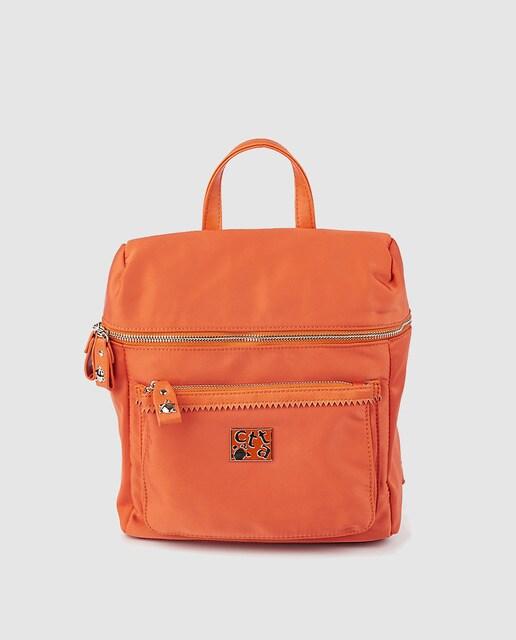 e71365676 Mochila de mujer Caminatta de nylon en naranja con cremallera ...