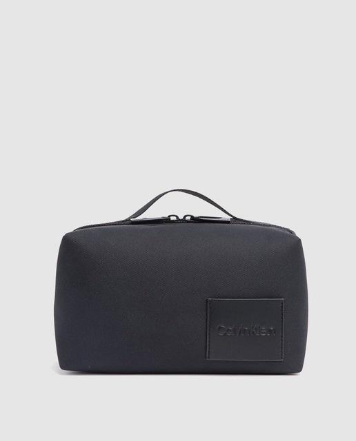 ed6329c19 Neceser de hombre Calvin Klein en negro con cremallera